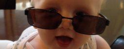 baby met zonnebril2