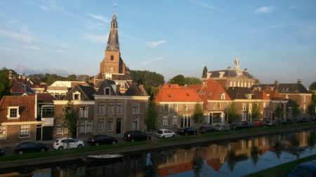 Avondzon over centrum Weesp